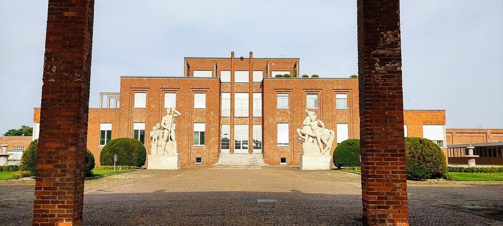 Visite guidate alla scoperta di Torviscosa, il paese-fabbrica in Friuli Venezia Giulia