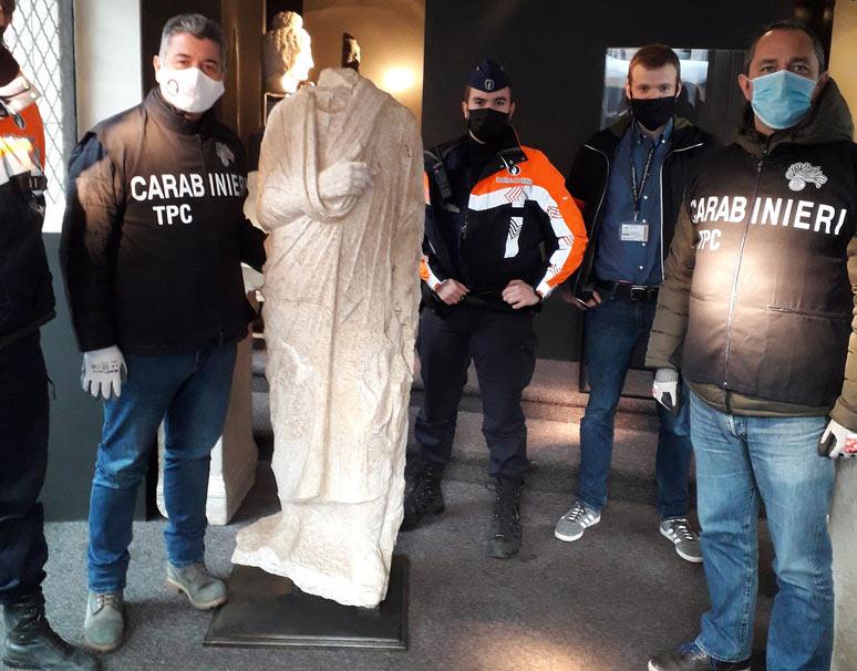 I Carabinieri recuperano in Belgio una scultura del I secolo a.C. rubata a Roma nel 2011