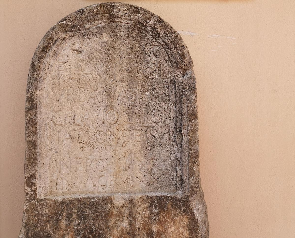 Marcellina (Roma), scoperta importante stele funeraria romana di una liberta, Flavia Urbana