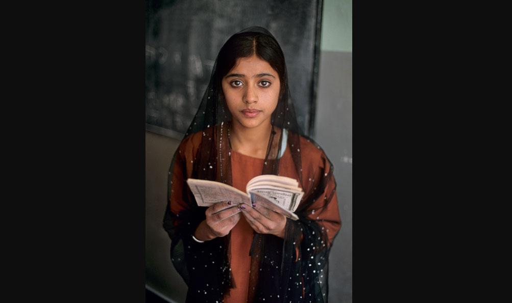 Leggere: a Bari la grande mostra di Steve McCurry dedicata alla lettura