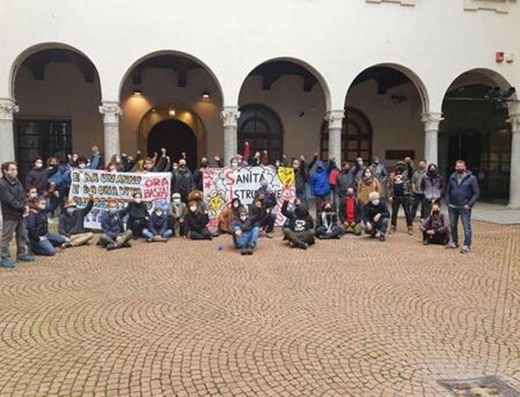 Giornata mondiale Teatro, occupato il Piccolo di Milano da lavoratori dello spettacolo