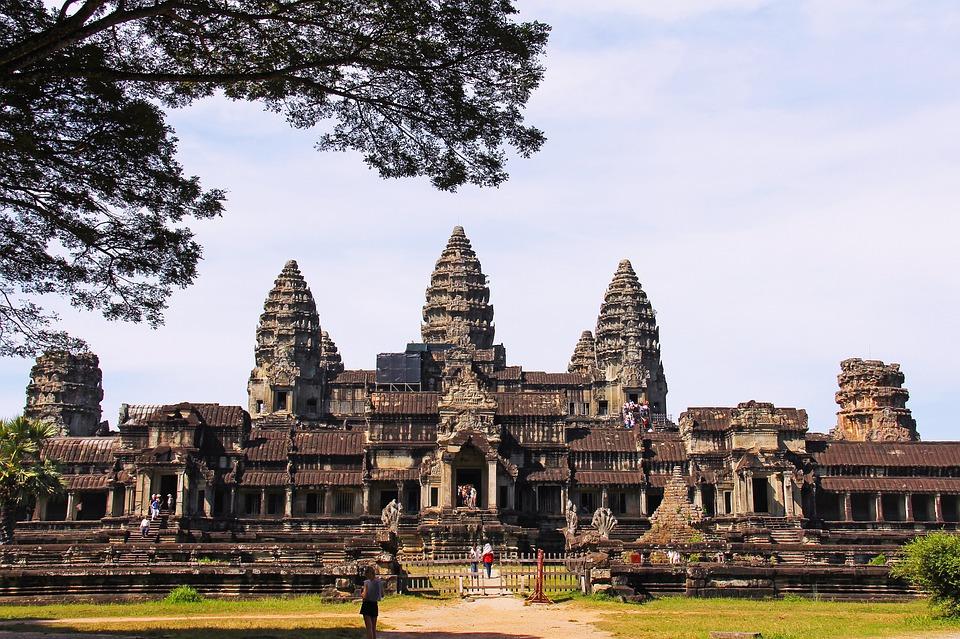 Vogliono costruire un parco divertimenti vicino ad Angkor Wat: preoccupazione dell'Unesco