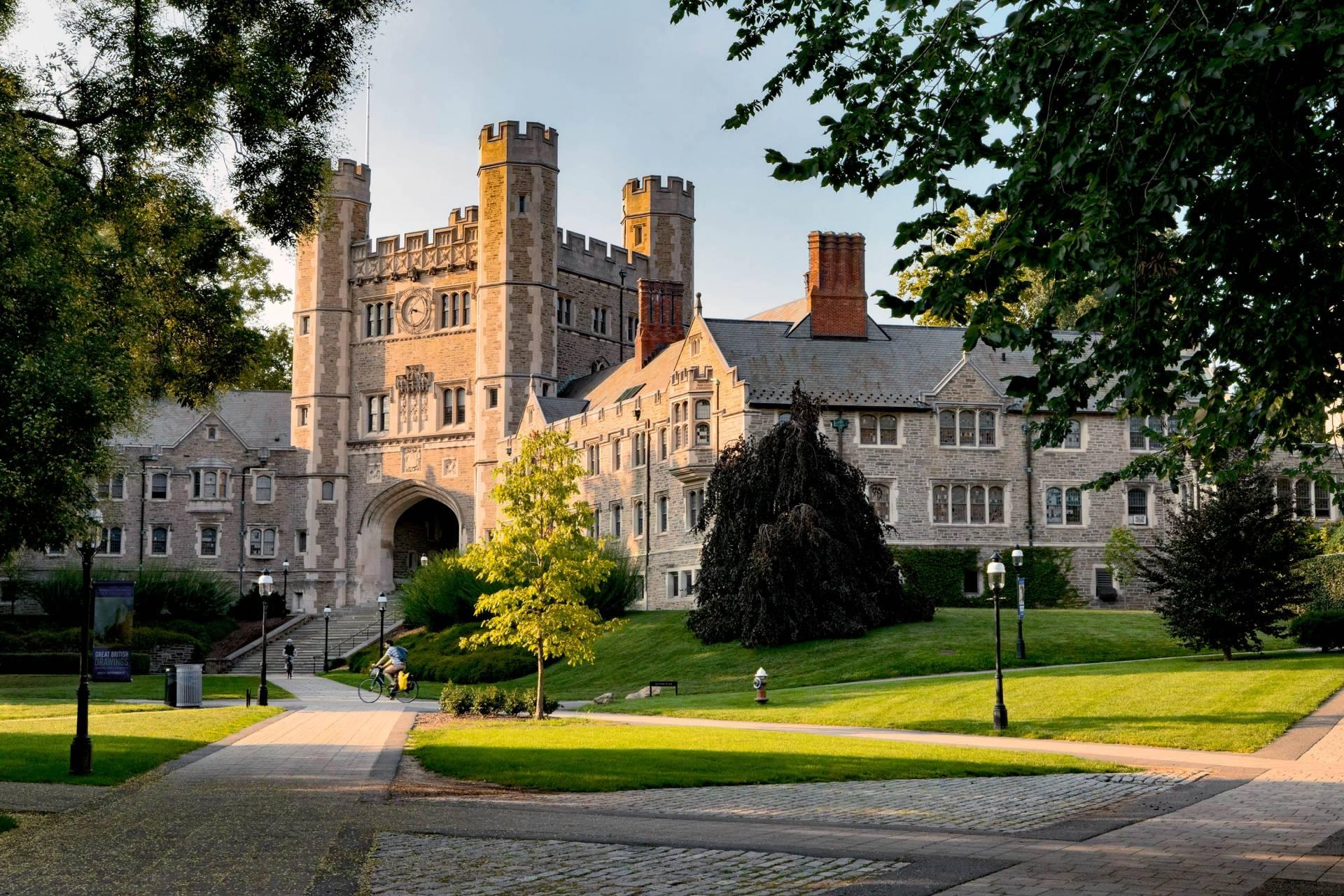 Princeton toglie l'obbligo di studiare greco e latino perché razzisti? Non proprio