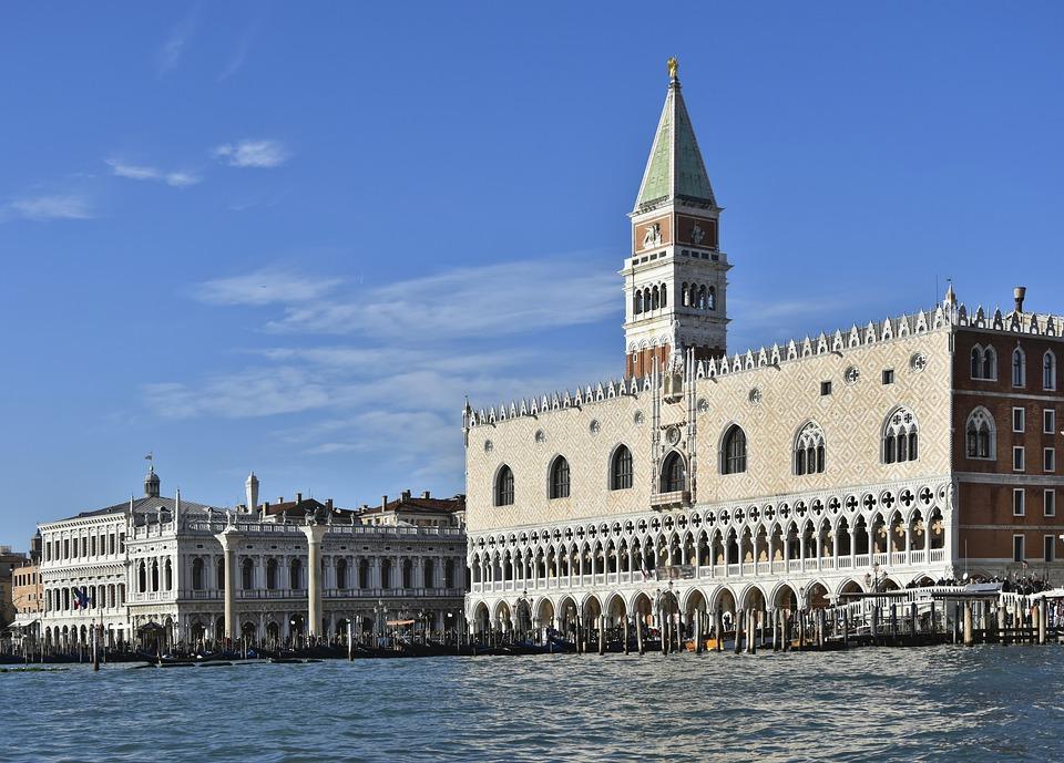 """Brugnaro: """"Pronti a riaprire tutti i musei di Venezia il 24 e 25 aprile"""""""