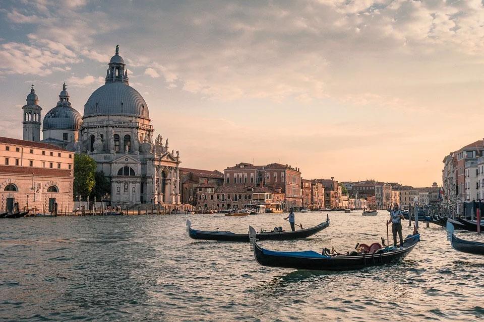Venezia dal 2022 sarà a numero chiuso. Tornelli, tassa d'ingresso e controllo flussi