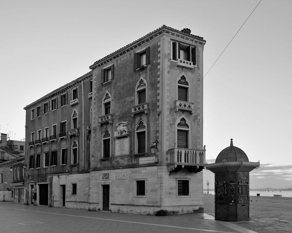Una Venezia in bianco e nero e vuota: oltre 4000 fotografie dal più grande archivio mai realizzato della città