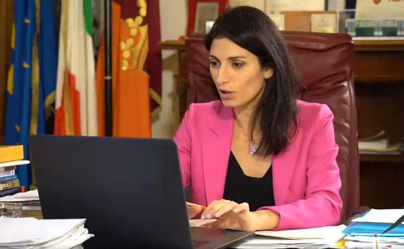 """Virginia Raggi defenestra l'assessore alla cultura Bergamo, al suo posto la """"fedelissima"""" Fruci"""